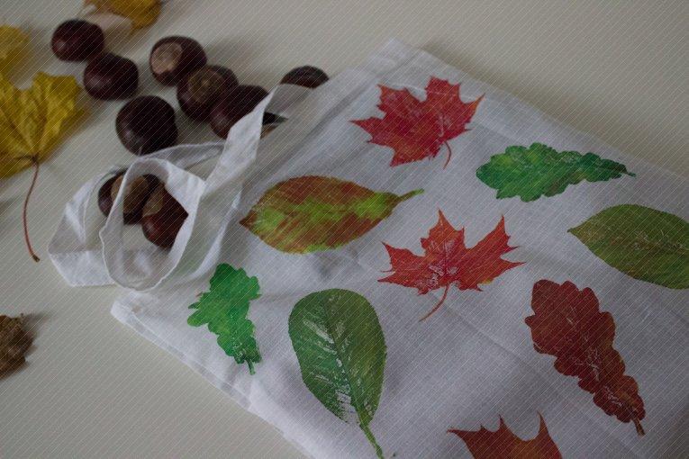 Tasche mit Blätterdruck