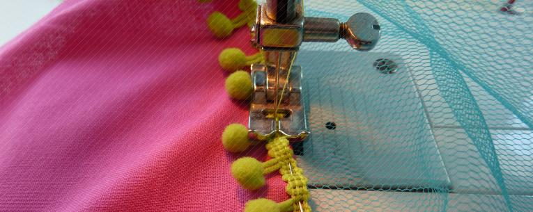 Pompom-Bänder aufnähen mit Nähmaschine